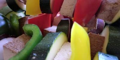 Gemüse-Tofu-Spieße zum Grillen