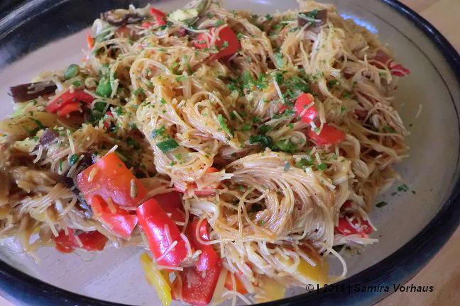 asiatisches Gemüse zu Glasnudeln