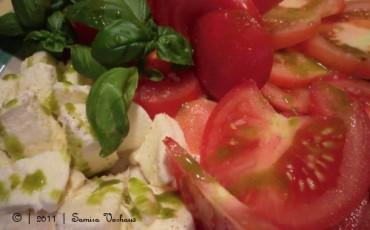 Tomate Mozzarella mit Pesto