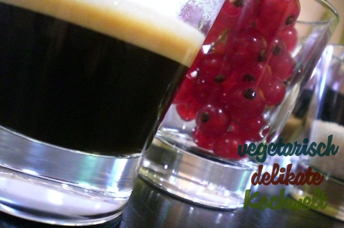 Espresso und Johannisbeeren