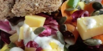 Salat mit Brotherzen