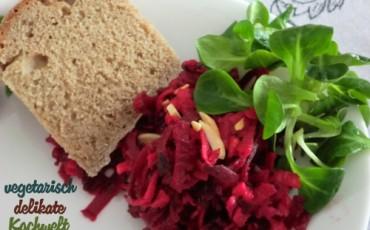 Brot mit Rotebete Salat