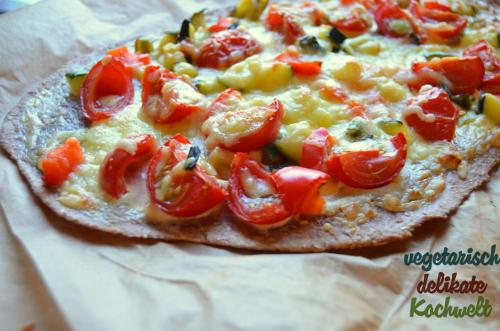 Flammkuchen mit Gemüse und Basilikumcreme