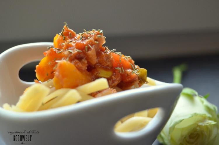 spaghetti mit gem se bolognese vegan veggiekochwelt. Black Bedroom Furniture Sets. Home Design Ideas