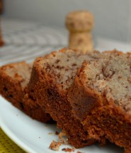 Rotwein-Schokoladen-Kuchen und Sekt I