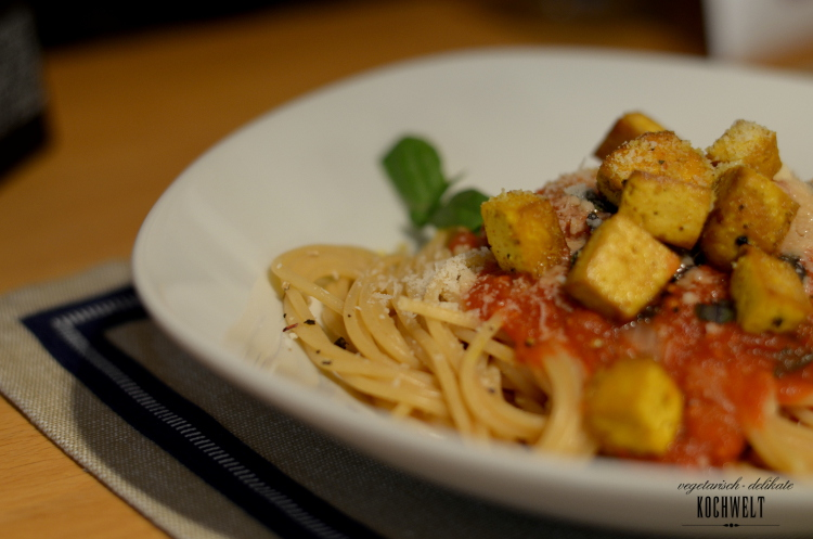 Spaghetti mit Tomatensauce und Tofu zuhause