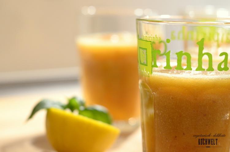 Sommer-Cocktail mit Pfirsich und Honigmelone