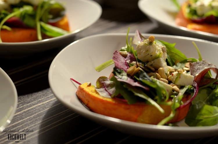 Ofenkürbis mit Salat und mariniertem Schafskäse II