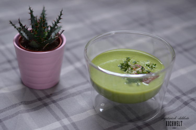Grüne Erbsensuppe mit Cashewmilch