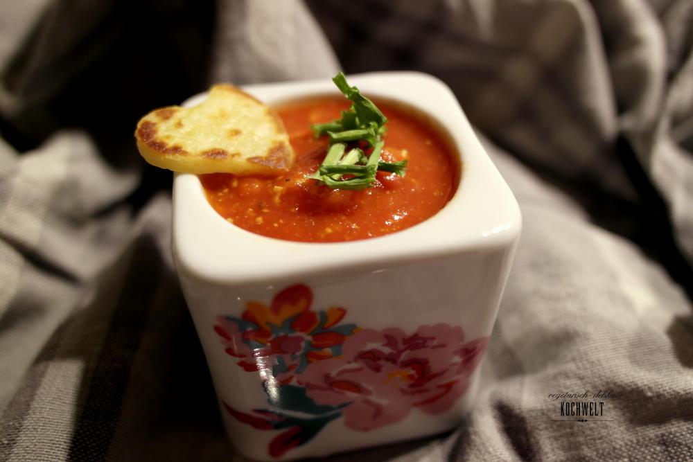 Tomatensuppe mit Pfannkuchenherzen