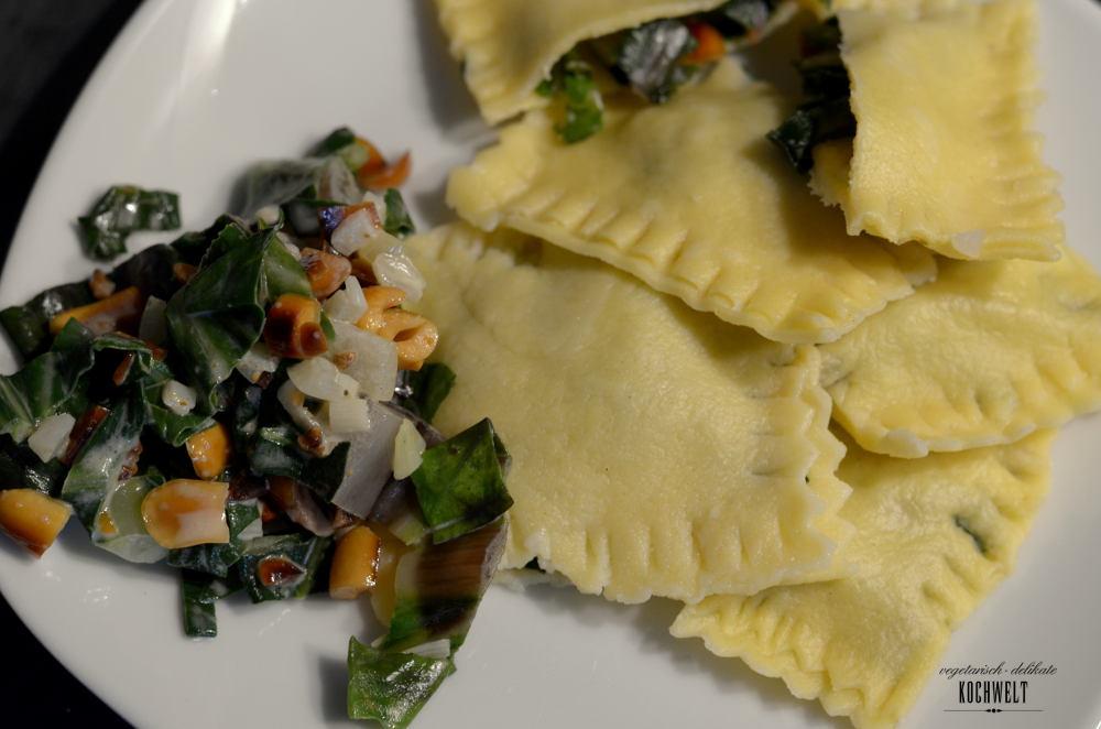 selbstgemachte Pasta mit Mangold-Erdnuss-Gemüse