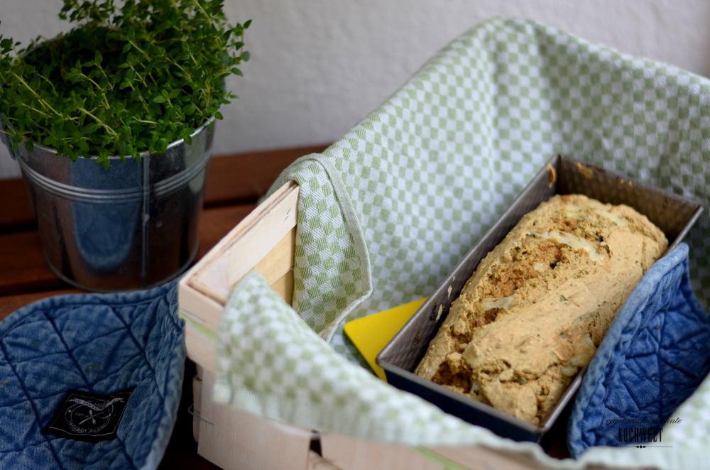 Roggen-Mischbrot mit Käse und Kräutern (Hefefrei)