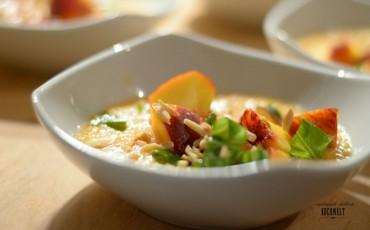 Melonen-Kaltschale mit Pfirsich-Salsa