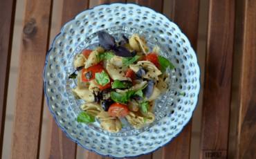 Oliven-Tapenade zu Pasta