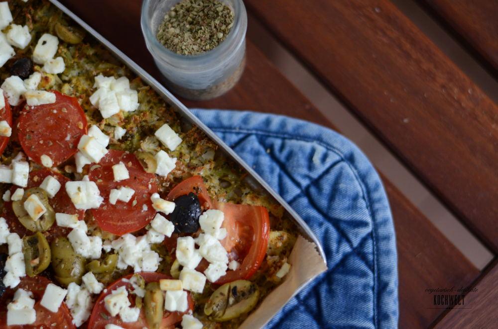 blumenkohl pizza mit tomate oliven und feta veggiekochwelt. Black Bedroom Furniture Sets. Home Design Ideas