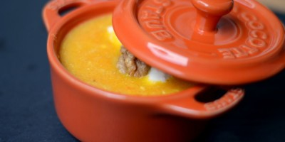 Ingwer-Möhren-Suppe mit Walnusstopping