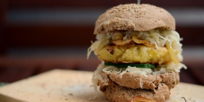 Sauerkraut-Burger mit Kartoffelpattie