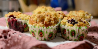 Beeren-Muffins mit Streuseln