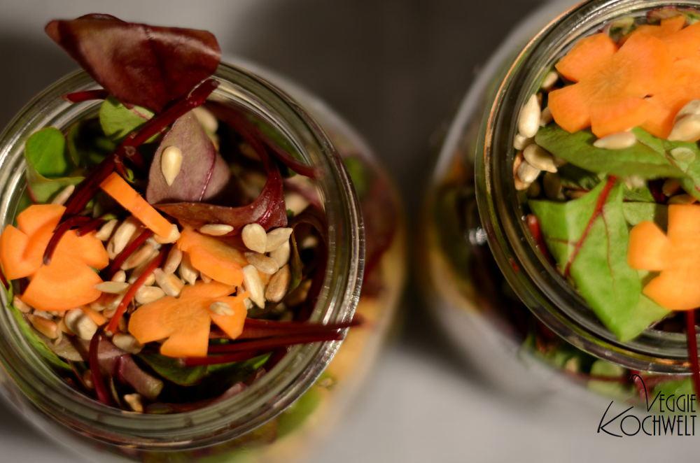 Couscous-Schichtsalat mit Mangold, Rote Beete und Joghurt-Kräuter-Dressing