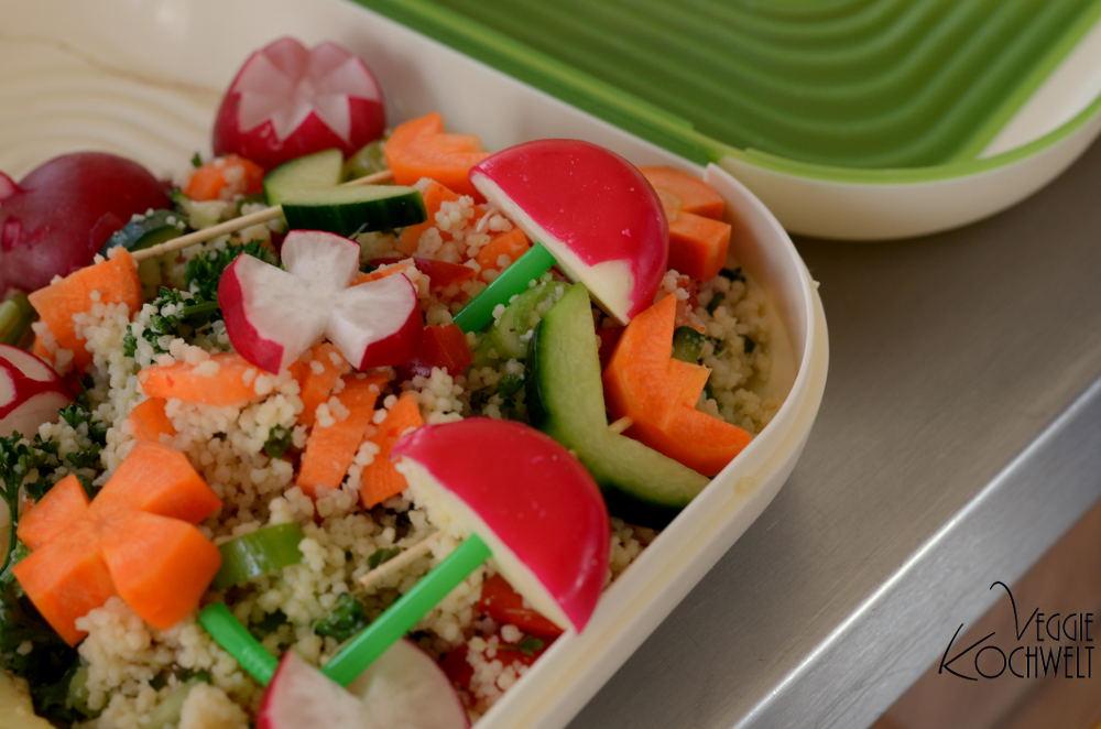 bunt gemischter gem se quinoa salat veggiekochwelt. Black Bedroom Furniture Sets. Home Design Ideas