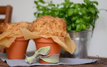 Dinkel-Vollkornbrot mit Sonnenblumenkerne im Blumentopf