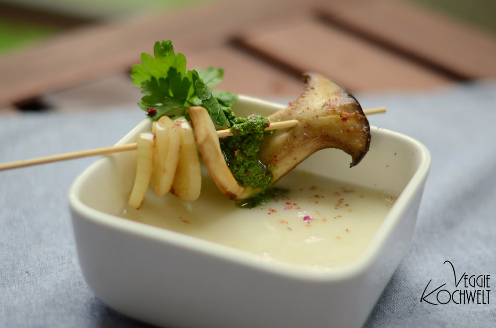die Mädchenküche kocht zusammen -  vegane Kohlrabicremesuppe mit grünem Pesto