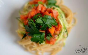 vollkorn-spaghetti-mit-veganer-gemuese-linsen-bolognese