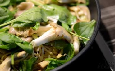 spaghetti-mit-einer-austernpilz-spinat-sahnesauce