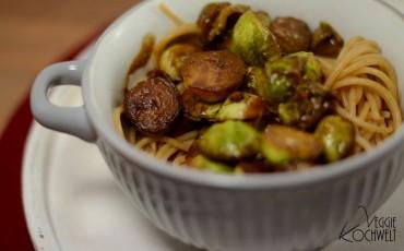 Vollkorn-Spaghetti mit Rosenkohl in einer Balsamico-Reduktion