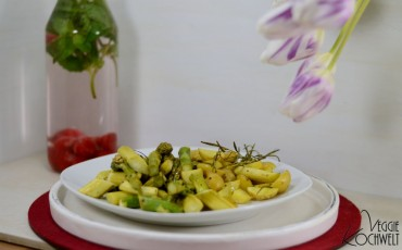 grüner Zitronen-Spargel zu Ofenkartoffeln