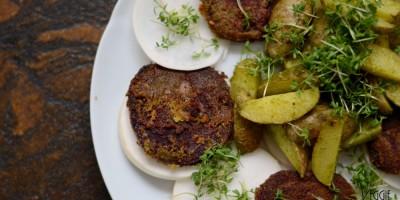 Bärlauch-Ofenkartoffeln mit Bärlauch- und Erdmandelpanierter Roter Beete