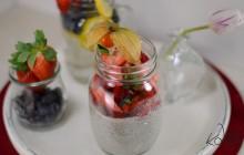 Basilikumsamen-Pudding mit Erdbeeren