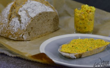 Currybutter auf Weizen-Dinkel-Mischbrot