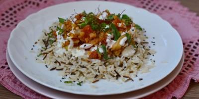 Gemüse-Dal mit Minzjoghurt